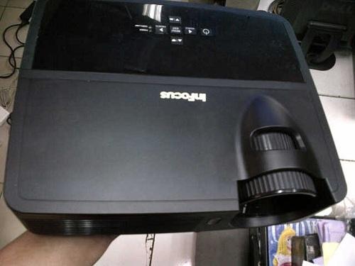 jual projector infocus in 110 bekas